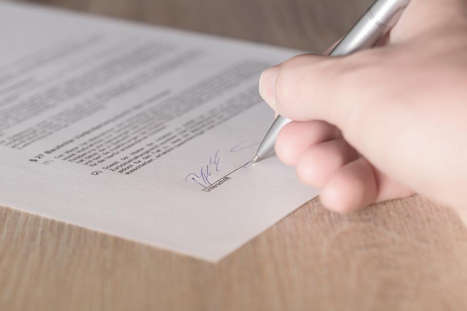 contrato de arrendamiento de local consecuencias incumplimiento duracion por el arrendatario