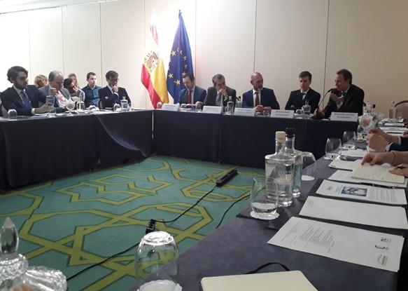 Primera mesa redonda en la cámara de España en Bruselas