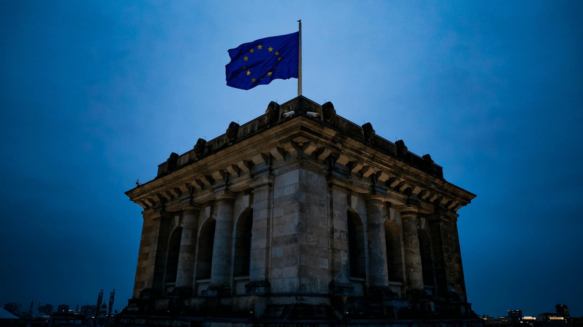 monumento bandera union europea
