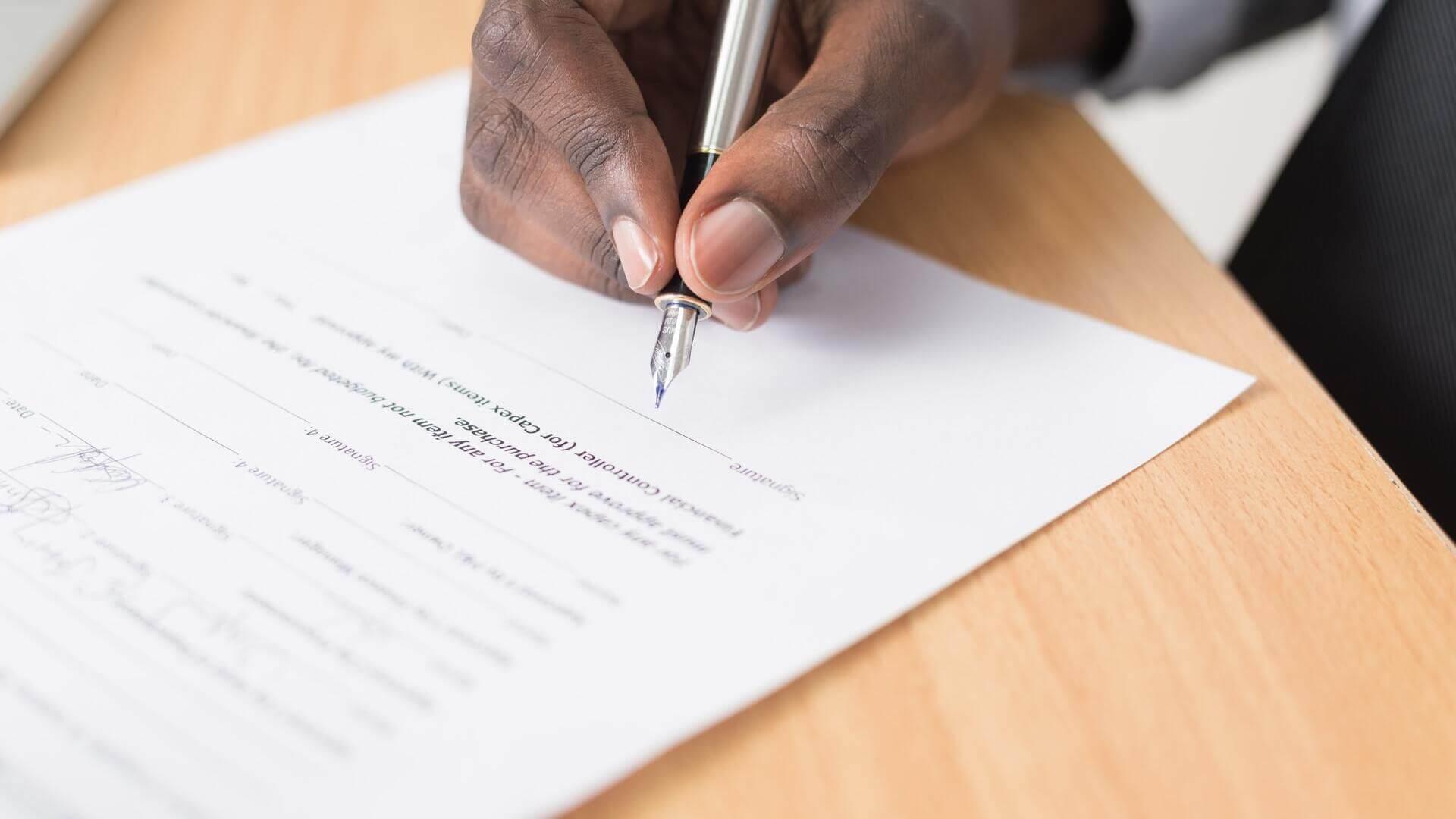 firmando documento